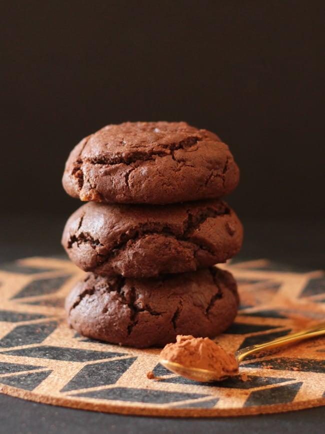 Ooey-Gooey-Nutella-Stuffed-Chocolate-Cookies
