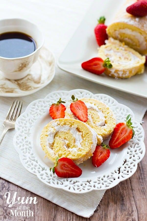 Strawberry-Cream-Swiss-Roll-1yum-600px