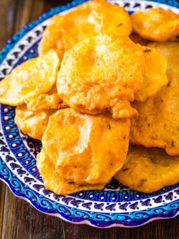 Aloo Pakora Recipe (Potato Fritters)