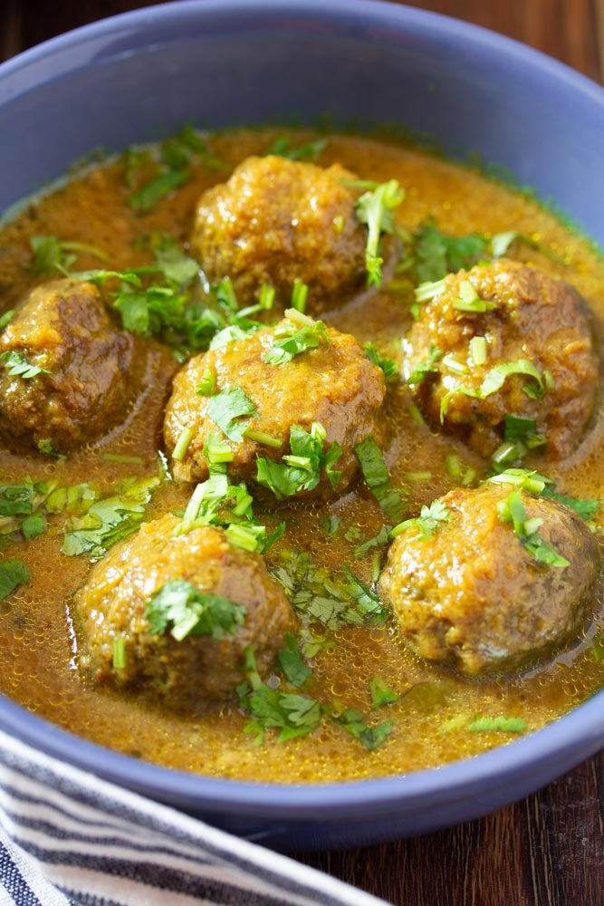 pakistani beef kofte in a blue bowl