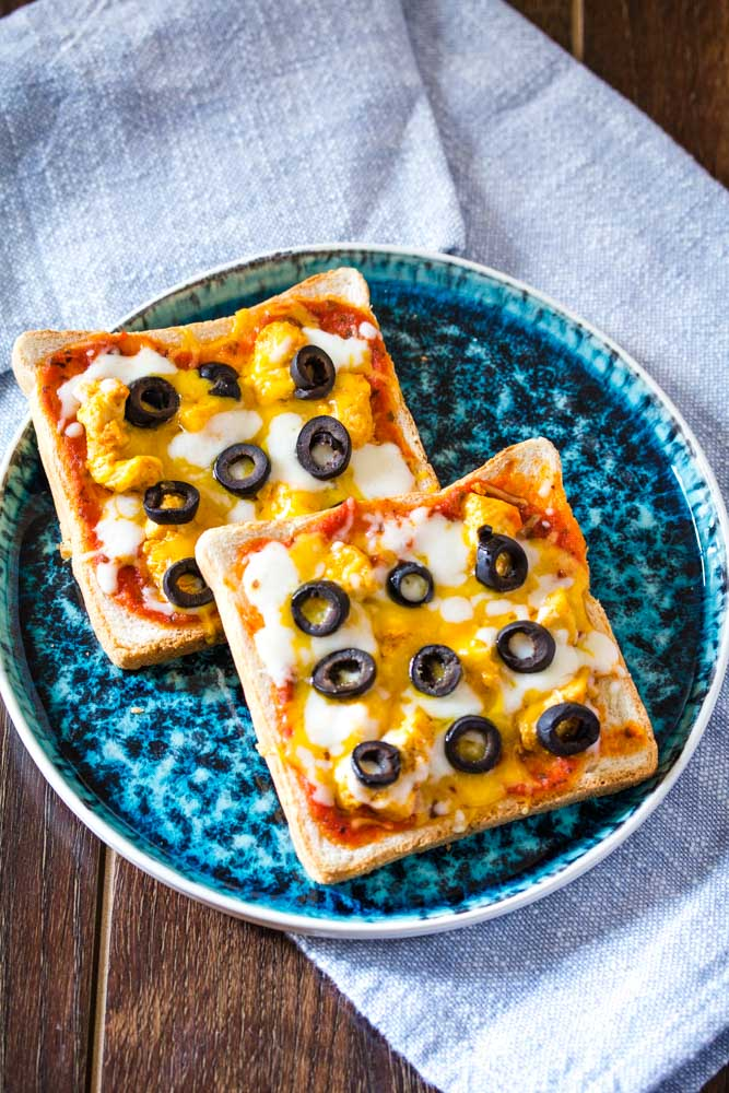pizza toast with olives on a blue plate